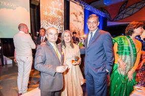 Bashir Currimjee aux côtés de Shama et Nirvan Veerasamy, cofondateur de Veling Ltd.