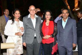 Chaya Peerthum Aulleear, Account Manager chez EO, Sudhir Misri, Managing Director de FTM Mauritius Ltd, Neena Misri, directrice de Glaieul et FTM Mauritius Ltd, et Rakesh Gaju, Managing Director de Hubway.
