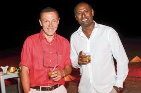 Jérôme Bourgine, journaliste àl'Echo Touristique, et Nagassen Valadoo, Villa Manager au LUX* Belle Mare.