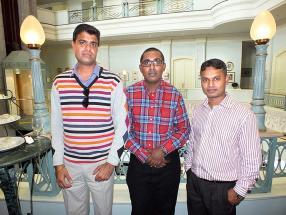 Anuj Sharma, assistant administrative chez BPML, Laxman Sanmuthiya, IT Support Officer chez Emtel, et Vishal Dabeea, Senior Systems Administrative à la SICOM.