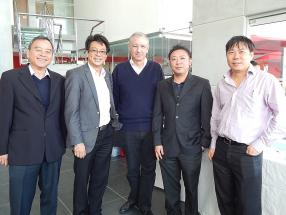 Anthony Tseung, General Manager d'ABC Automobile Division, Dean Ah Chuen, Patrick Dubourg, directeur de la publication Motor Mag, Michel Ng, Marketing Manager d'ABC Automobile Division, et Alain Ng, Finance Manager d'ABC Automobile Division.