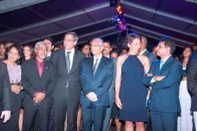 Ludy et Ganesh Ramalingum, directrice et CEO de Data Communications Ltd respectivement, Xavier-Luc Duval, Pravind Jugnauth, Pia Heitz-Casanova, et Roshan Seetohul, vice-président – Corporate Affairs de EURO CRM Mauritius.