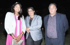 Priya Gowreesunkur-Gungah, fervente lectrice, avec Claudie Ricaud, directrice du Conservatoire, et son époux Alain.