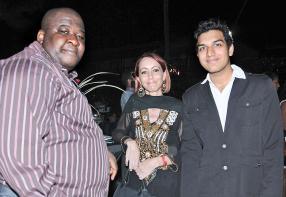 La journaliste Catherine Boudet entourée du Togolais Kangni Alem et du Mauricien Aqill Gopee, tous écrivains.