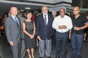 Jacques Li Wan Po et son épouse Lilianne, aux côtés de l'ancien vice-président de la République, Raouf Bundhoo, et Kris et Dhiren Ponnusamy.