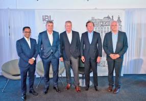 Dipak Chummun, Group CFO, Arnaud Lagesse, Group CEO, Jan Boullé, Chairman, Yann Duchesne, Group CEO – Operations, et Jean-Claude Béga, Group Head of Financial Services and Business Development, tous d'IBL Ltd.