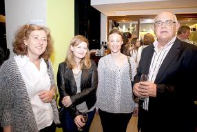 Jacque Shaw, Head of Communication Design and Design Lecturer, Allyson Crimp, Advertising & Visual Communication Lecturer, Kara-Jane Lombard du Mass Communication Department, tous trois de la Curtin University, avec Edmond Maurel, Chairman de Maurice Publicité Ogilvy & Mather.