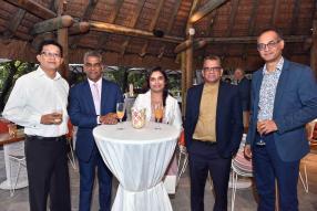Dean Lam, Managing Director de la HSBC, Dev Erriahd'Erriah Chambers, Ashiti Prosand, Company Secretary à la HSBC,Ramsamy Chinniah de la Bank of Mauritius et Nitin Ramlugon, Head of Wealth & Private Banking à la HSBC.