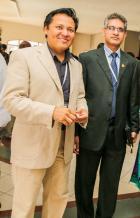 Birendra Purmanan, membre du Port-Louis Toastmasters Club, et Roshan Nothoo, président du Plateau Toastmasters Club.