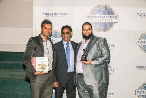 Atish Bagolah, classé 3e dans la catégorie International Speech, Barlen Vyapoory, vice-président de la République de Maurice, et Jameel Rahemtoola, classé  2e dans la catégorie Humour Speech.