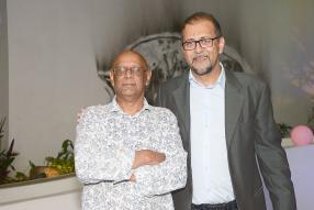 Finlay Salesse, premier rédacteur en chef de 5-Plus, et Rajesh Dindoyal, ancien journaliste de l'hebdomadaire.
