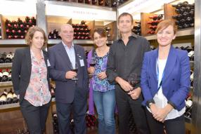 Anaïs Boullé, Head of Retail, Grays, Alain Vallet, Managing Director, Grays, Nadine Hector Sinnapen, responsable des cavistes, Grays, Jean-Edgar Merle, Marketing Manager, Grays, et Violaine Hrebicek, Brand Coordinator, Grays.