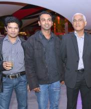 Chaman Vishal et Vishram Bhiyah, participants pour la coupe Louis Lesaffre, et le coach Laval Sophie.