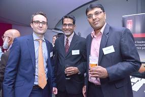 Jonathan Worrell, Faizal Jaulim, manager de Lauthan Associates, et Roshan Takoordyal.