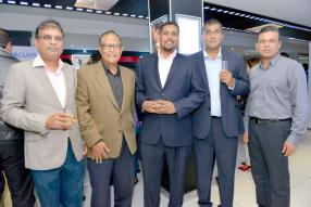 Krishna Bhundoo, Relationship Manager à la Barclays, Chitrapalsingh Jowaheer, Broker Consultant chez Brokers Plus Ltd, Vishuene Vydelingum, Viren Mohit, Relationship Manager à la Barclays, et Rajesh Callicharan, manager de MCiné Ltd.