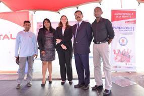 Reeyaz Emrith, Vijayalutchmee Keetarut, responsable HSEQ, Anne-Solange Renouard, Sekar Naidu, directeur commercial, et Abel Adroit, responsable de l'ingénierie et de la maintenance, tous de Total Mauritius.