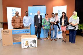 Jeremy Stockdale entouré des gagnants de la campagne Barclays Unsecured Loan.