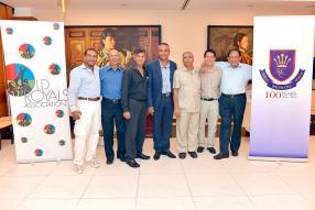 Les membres du comité exécutif de la Old Royals Association: Newraj Burton, Suren Ramdenee, Raj Gangoosingh, Amaresh Ramlugan (président), Dawood Oaris (secrétaire), Daniel Lai Choo et Subodh Roy.