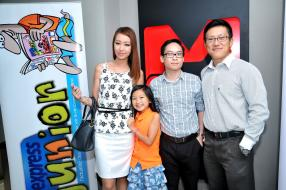 Sharon Kong et sa fille Shauna, Brian Shum, Brand Officer d'Innodis, et Dominique Koo, Sales Manager d'Innodis.