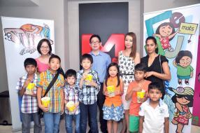 Dominique Lim How, directrice de Lim How, Conway Ip Min Wan, directeur de Ip Min Wan, Sharon Kong et Priya Sooprayachetty de Graphic Press, sont venues accompagnées de leurs enfants pour voir le film.