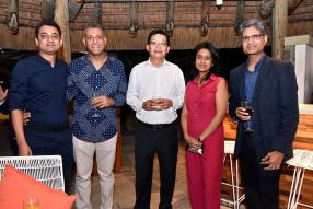 Rajiv Bali, Head of Corporate Banking, Kersley Ramdoss, Chief Manufacturing Officer de Winds Group, Dean Lam, Managing Director à la HSBC, Rumila Thummanah et Devesh Dukhira, CEO du Mauritius Sugar Syndicate.