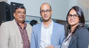 Kailash N. Issur, Senior Vice-President – Projects Administration chez Iframac, Moshin Moossa, Vice-President de Fleetmaster Co. Ltd, et son épouse Rahifa Rawat Moossa.
