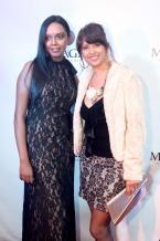 Vanessa Joanny, qui porte une des créations de Magz Couture, en compagnie d'Annick Jeannot, Senior Flight Purser chez Air Mauritius.