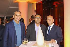 Raja Moudgil, Country Manager de PHILIPS - Southern Africa-Ghana, Salim Battun de Hardware Plus et Charles Li.