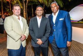Jon Phelps, Managing Director de Carinat Marketing, Yogida Sawmynaden, ministre de la Jeunesse et des sports, et Kevin Venkiah, président de la Rugby Union Mauritius.