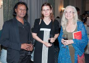 Vèle Putchay, auteur, son épouse Marie-Claude, enseignante, et Lindsey Collen, auteur.