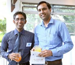 Ashley Gujadhur et Amit Rathi, Facilities Manager d'Apollo Bramwell Hospital.
