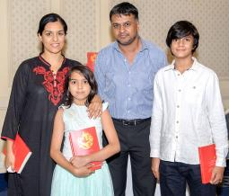 La famille Timol: Shaheen, Maariya et les auteurs Umar et Soufyaan.