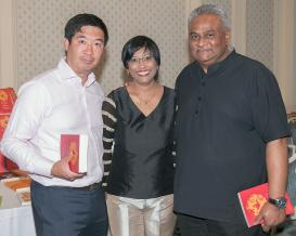 Won-Suk Song de la compagnie Millicom, Kamini Bubooa d'Immedia et Shyam Roy, Chief Executive Officer d'Emtel.