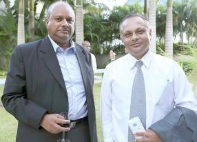 Vimen Muhem, Head of Division  - ICT Systems de la MPCB, et R. Balgobin, IT Manager de la Bank of Baroda.