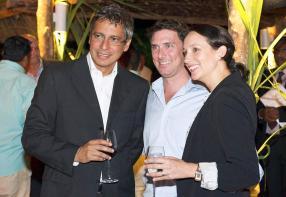 Xavier-Luc Duval, Guillaume Goupille, Key Account Manager d'Attitude, et Olivia Descroizilles, Commercial & PR Manager de White Sand Tours.
