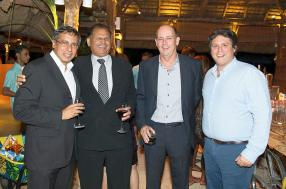 Raj Dayal, ministre de l'Environnement, du centre national d'urgence et de la Beach Authority, Jean Michel Pitot, CEO d'Attitude, et Vincent Desvaux de Marigny, Sales & Marketing Director d'Attitude.
