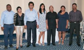L'équipe d'Immedia : Rouben Murthen, Kamini Bubooa, Rama Poonoosamy, Trisha Mohabeer, Darma Moothien, Samantha Soobramanien et Ravi Moopen.