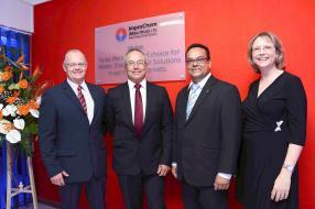 Jerry Rampf, directeur, Louis Du Toit, Managing Director, Bernard Comarmond, directeur, et Anette Callitz, Finance Director, tous d'ImproChem (Pty) Ltd.