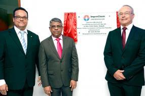 Bernard Comarmond, Ashit Kumar Gungah, ministre de l'Industrie, du commerce et de la protection des consommateurs, et Louis Du Toit.