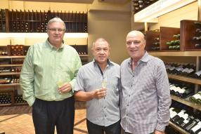 Roger Koenig, entrepreneur, aux côtés de Gérard Pascal, chef d'entreprise, et Alain Vallet, CEO de Grays Ltd.