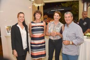 Rachel de Gaye, caviste au 20/Vin de Grand-Baie, avec Marie Anne Martin, Anne Coquet et Denis Audibert, membres du club 20/Vin.