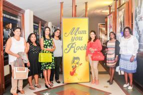 Mirella Moosladoo, Kesswari Sohun,  Priscilla Allagapen, Velenee Chinnaiyan, Anjoo Hossen, Sheila Larose et Lolita Joyeuse.