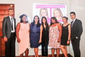 Ludmilla Soopramanien, Priya Ramsurrun, Shirley Dulaurent, Nathasia Fidèle et Christa Constant avec deux membres du personnel du Star.