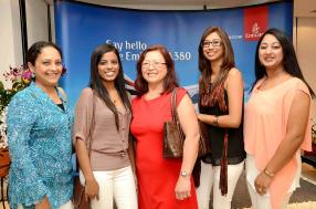 Banon Hosany, Team Leader, Zaahirah Ah-Nee, Key Travel Consultant, Helene Lam, Travel Consultant, Nausheen Hosenbokus, Aswini Ramana, Key Travel Consultant, toutes de Blue Sky Travel.