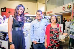 Aurore Heloise, Greeter d'ABC Motors, Stephan Noisette et sa mère Marie Michelle Noisette, infirmière à l'hôpital Jeetoo.