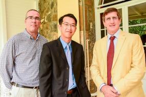 Christopher Hart de Keating, CEO, Les Gaz industriels, Ian Tin Fook, directeur de T &T International Foods Ltd, et Gérard Boullé, ancien président de l'AMM.