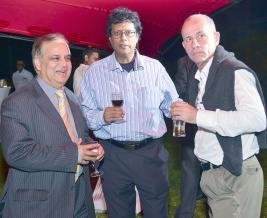 Giandev Moteea, CEO de la Mauritius Post, Rama Poonoosamy, directeur d'Immedia, et Jean-Marc Momplé, Special Projects Manager chez Emtel.
