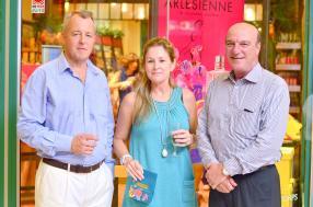 Philippe d'Arifat, directeur de Caudan Development, aux côtés de son épouse Ingrid d'Arifat et d'Alain Vallet, Managing Director de Grays.