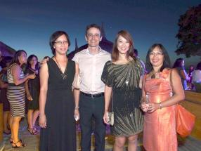 Louis Rivalland, Corinne Ah Chuen, agent du groupe Swan, Nathalie Tong Sam, Manager, Documentation & Policy Processing Dept, Swan Group, et Lucie Lim Ah Tock de Jyll Agency, agence élue Anglo-Mauritius Top Agent.