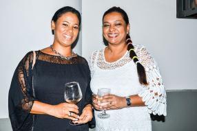 Dominique Marie, invitée à la soirée, et Gabriella Laventure, secrétaire, DLB Construction.